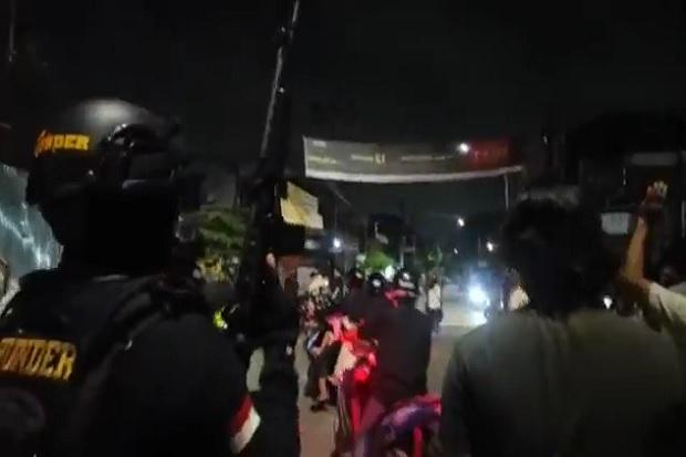 Mencekam! Polisi Bersenjata Laras Panjang Lepaskan Tembakan Bubarkan Tawuran di Makassar