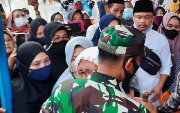 Gubernur Riau Santuni Keluarga TNI yang Gugur dalam Tugas