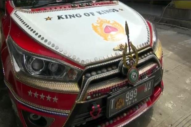 Viral, Mobil Dihiasi Emas Batangan dan Batu Permata, Pemiliknya Mengaku Asli