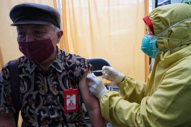Vaksinasi COVID-19 Masuk Kampus, Dosen Untag Jadi yang Pertama di Surabaya