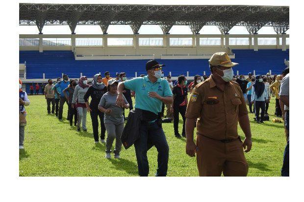 Bupati Jayapura, Mathius Awoitauw Pimpin ASN Kerja Bakti di Stadion Bas Youwe