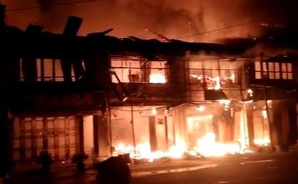 PMK Terlambat Datang, Sembilan Ruko di Kota Pinang Ludes Terbakar