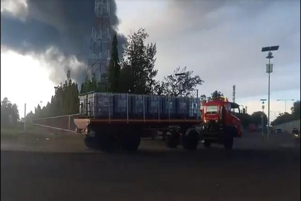 Api Masih Berkobar di Kilang Minyak Balongan, Alat Berat dan Cairan Kimia Didatangkan
