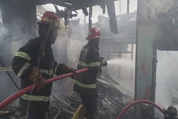 45 Jiwa Kehilangan Tempat Tinggal Akibat Rumah Ludes Terbakar di Padang