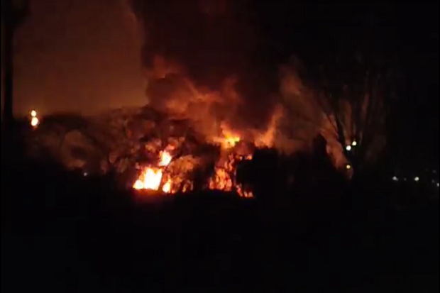 Kobaran Api Kembali Muncul di Kilang Minyak Balongan, Warga Panik Berhamburan