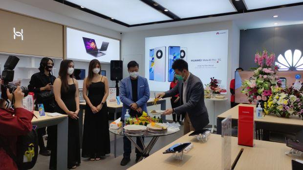 Semakin Agresif, Huawei Resmikan HES ke-18 di Mall Olympic Garden Malang
