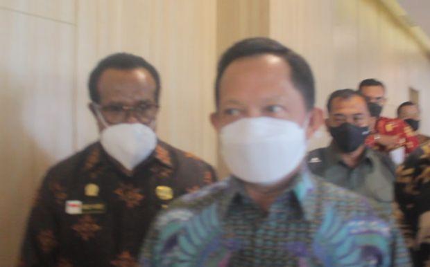 Bertemu Gubernur Papua Secara Tertutup, Mendagri: Alasan ke PNG Tetap Salah