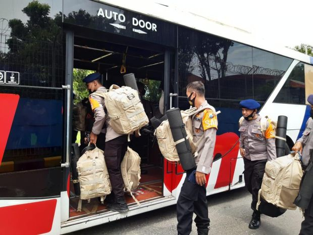 75 Personel Satbrimob Polda Jatim BKO ke Polda NTT, Bantu Korban Banjir Bandang