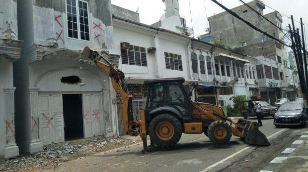 Rusak Cagar Budaya, Bangunan Tanpa IMB di Kota Medan Dihancurkan
