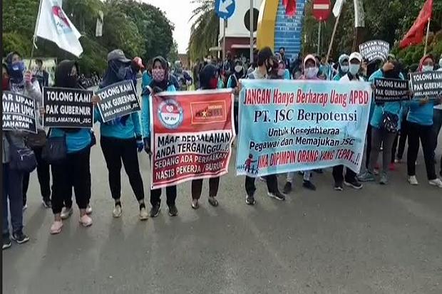 Gaji Belum Dibayar 10 Bulan, Karyawan Demo PT JSC Palembang