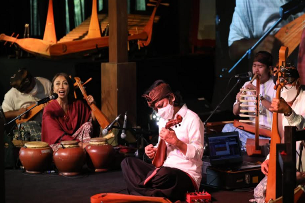 Aksi Trie Utami, Dewa Budjana, Purwatjaraka Gairahkan Sound of Borobudur