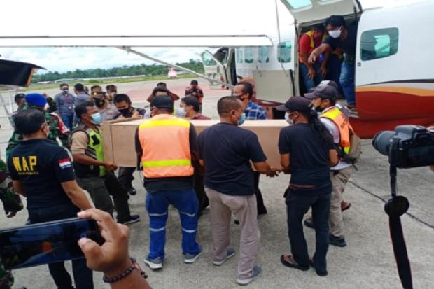 Ujung Bandara Sempat Dikuasai OPM, Akhirnya 2 Jenazah Guru yang Ditembak Mati Berhasil Dievakuasi