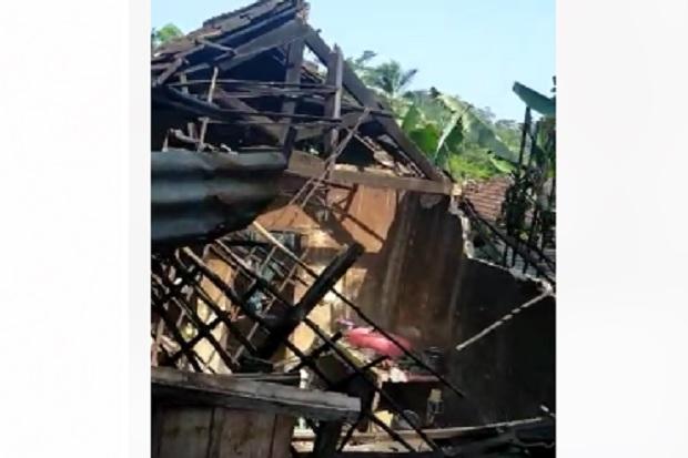 Diguncang Gempa Besar, Ini Penampakan Bangunan yang Ambruk di Malang
