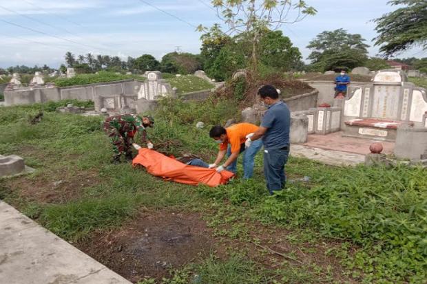 Gempar, Jasad Seorang Pemuda Ditemukan Membusuk di Kuburan China