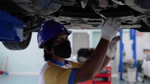 Intip Bengkel Mobil Balap Milik Rifat Sungkar