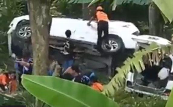 Dua Mobil Alami Rem Blong Masuk Jurang 25 Meter di Mojokerto, Belasan Orang Luka
