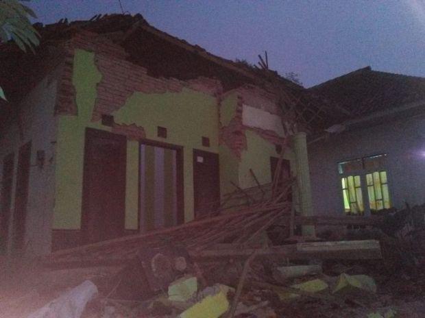 Warga Malang Masih Trauma Tidur Dalam Rumah Pasca Gempa