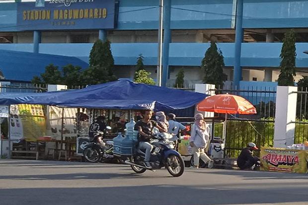 Sepanjang Jalan Komplek Stadion Maguwoharjo Jadi Tempat Ngabuburit Sekaligus Olahraga