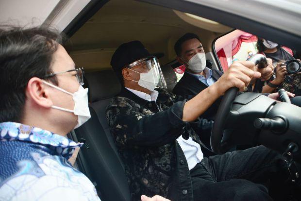 Duduk di Kabin Gelora E, Menhub Rasakan Kecanggihan Mobil Listrik Komersial DFSK