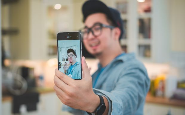 YouTuber Edho Zell Beri Tips Bikin Konten lewat Ponsel Rp2 Jutaan