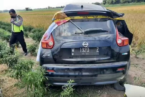 Gadis Remaja Meregang Nyawa saat Mobil yang Dikendarainya Ditabrak Kereta Jenggolo