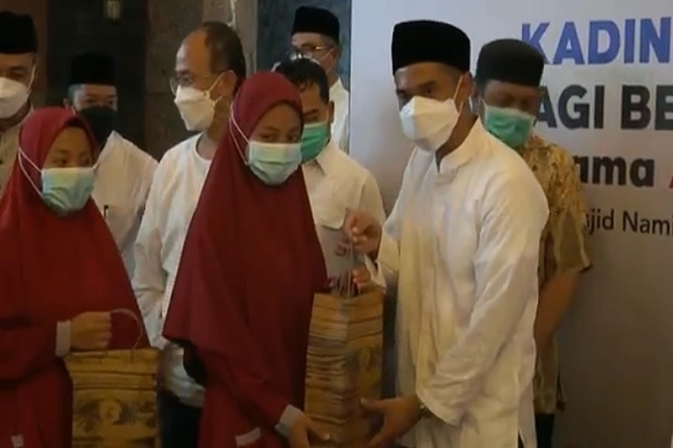Safari Ramadhan, Anindya Bakrie Berbagi dengan Yatim Piatu di Masjid Namira Lamongan