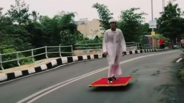 Aksi Aladin Terbang di Jalanan Viral di Medsos