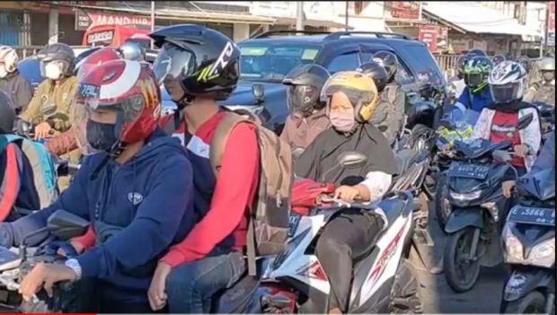 Akal Cerdik Pemudik Hindari Cegatan Polisi, Rela Naik Motor dan Tinggalkan Pekerjaan demi Rindu