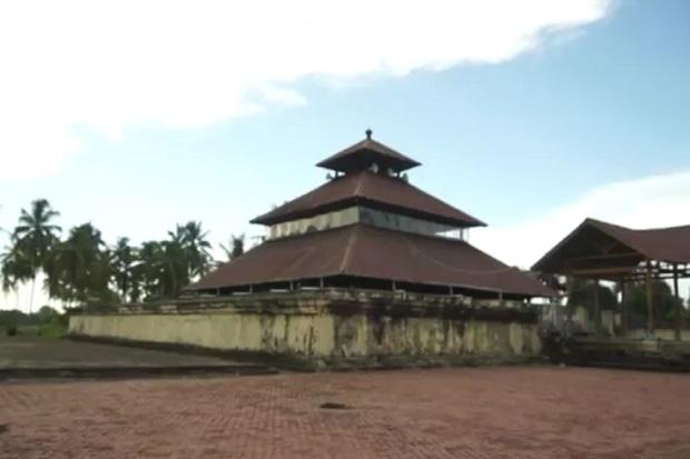 Kisah Candi dan Benteng Kuno Lamuri yang Menjadi Masjid