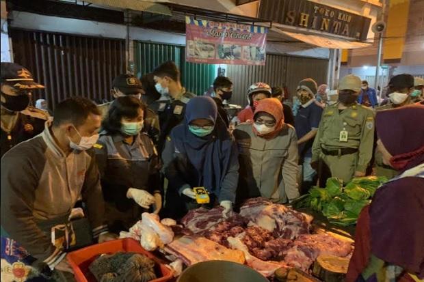 Disidak, Daging Sapi Gelonggongan Ditemukan di Pasar Raya Salatiga