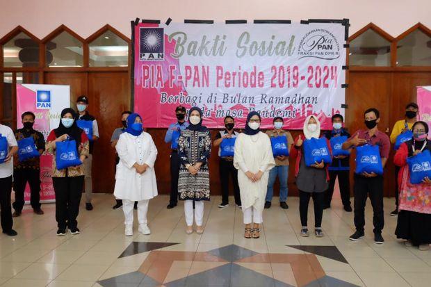 Ramadhan di Tengah Pandemi, PIA Fraksi PAN Bagikan 1.000 Sembako ke Petugas Kebersihan