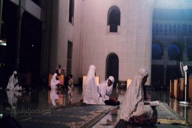 Perempuan Mau Iktikaf di Masjid, Ini Syaratnya!