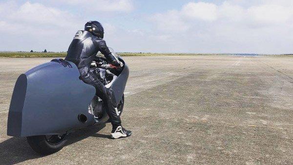 Pembalap Inggris Siap Pecahkan Rekor Kecepatan 480 KPJ dengan Suzuki Hayabusa Lama