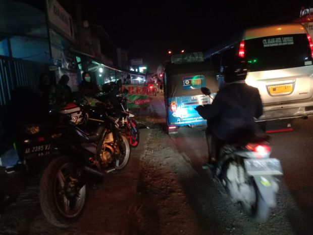 Jelang Larangan Mudik, Arus Kendaraan Pemudik Roda Dua di Karawang Meningkat