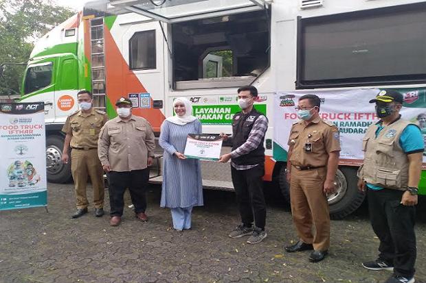 Gandeng ACT, Yayasan Skin Solution bagikan Hidangan Iftar Lewat Food Truck Jumbo