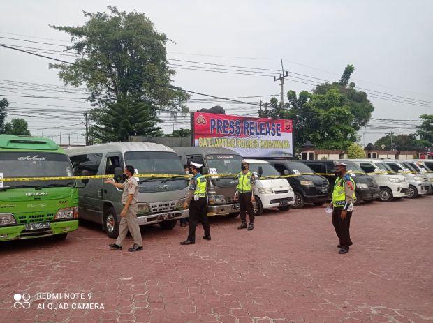 Polres Karawang Amankan 32 Travel Gelap, 250 Pemudik Dikembalikan ke Tempat Asal