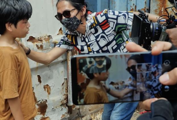 Angga Sasongko Mendobrak Batasan Kamera Smartphone lewat Film Pendek Konfabulasi