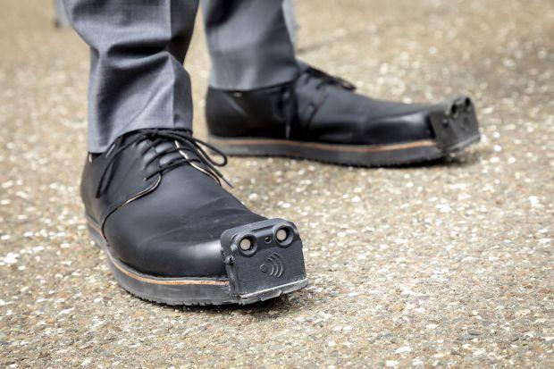 Sepatu Pintar dengan Sensor Ultrasonik Khusus Tunanetra