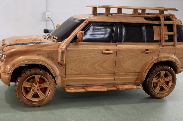 Keren, Replika Land Rover Defender 110 Dibuat dari Kayu Cemara Fujian