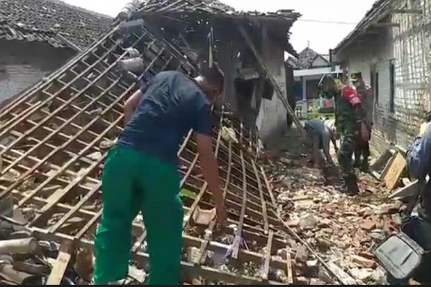 Ledakan Hebat di Minggu Pagi Gemparkan Pasuruan, 3 Rumah Porak Poranda