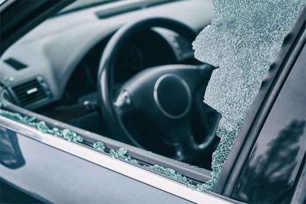 Kunci Ketinggalan di Dalam Mobil, Ini Cara-cara Solutif selain Pecahkan Kaca