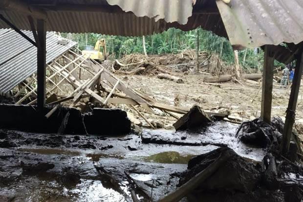 Air Sungai di Blitar Beraroma Busuk, Diduga Ada Pembuangan Limbah Ternak Sapi Besar-besaran