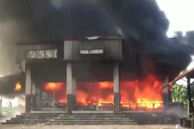 Ditinggal Mudik Pemiliknya, Bengkel Mobil di Pasuruan Ludes Dilalap Api