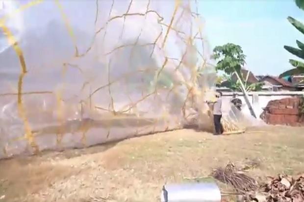 Kapolres Ponorogo Kejar dan Turunkan Balon Udara Berukuran 20 Meter