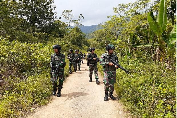 Disergap Pasukan Elit TNI-Polri, Anggota TPNPB OPM Lari Bersimbah Darah Tenteng AK-47