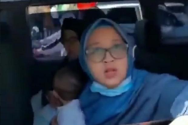 Viral, Perempuan Ngaku Keluarga Polisi Berkata Kasar dan Bentak Petugas saat Penyekatan