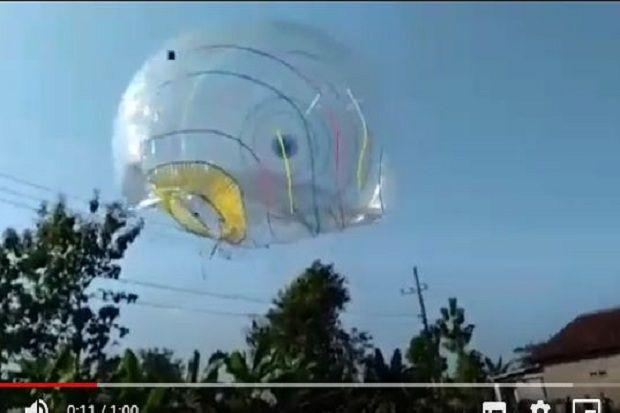 Ngeri, Balon Udara Jumbo Ini Meledak saat Tersangkut Kabel Listrik
