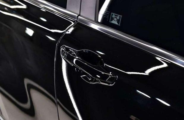 3 Cara Mudah Menghilangkan Baret di Mobil Berkelir Hitam