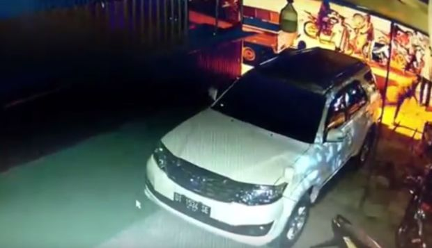 Mobil Anak Gubernur Sultra Dirusak Sekelompok OTK