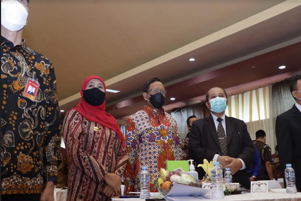 Gubernur Khofifah dan Mahfud MD Hadiri Pelantikan Rektor Unitomo